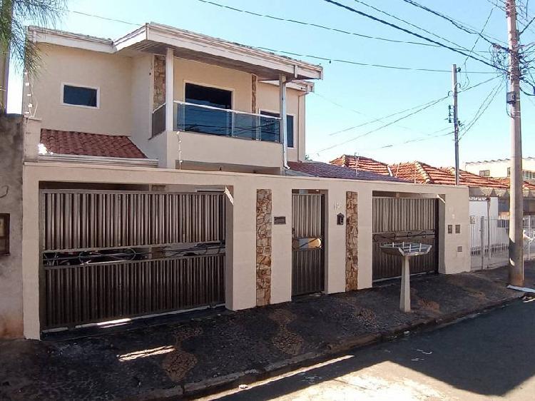 Casa para venda tem 288 metros quadrados com 3 quartos