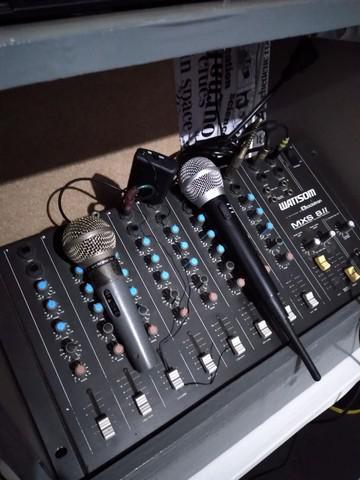 Mesa e microfone