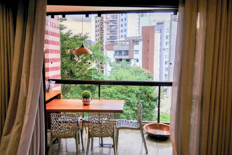 Apartamento 180 m2 para venda com 4 quartos.