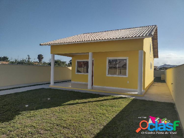 Casa linda à venda, 2 dormitórios e terreno enorme em itaipuaçú!