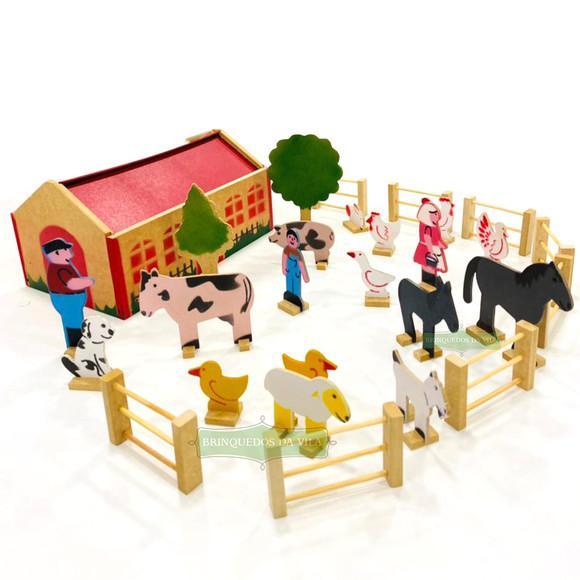 Fazendinha de madeira com animais
