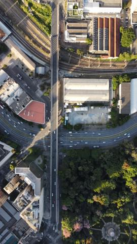 Filmagens e fotos aéreas de terrenos com drone