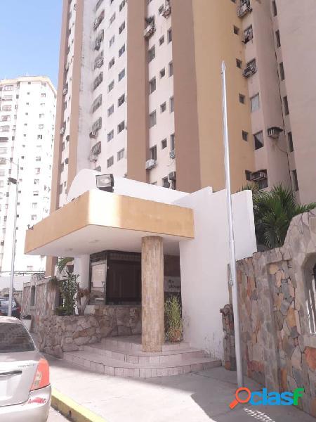 Venta amplio apartamento urbanización prebo calle cerrada