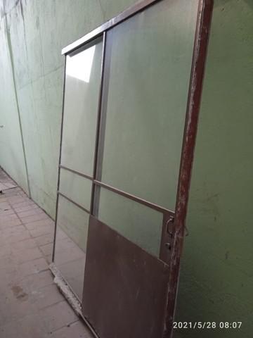 2 portas de ferro com vidro antiga