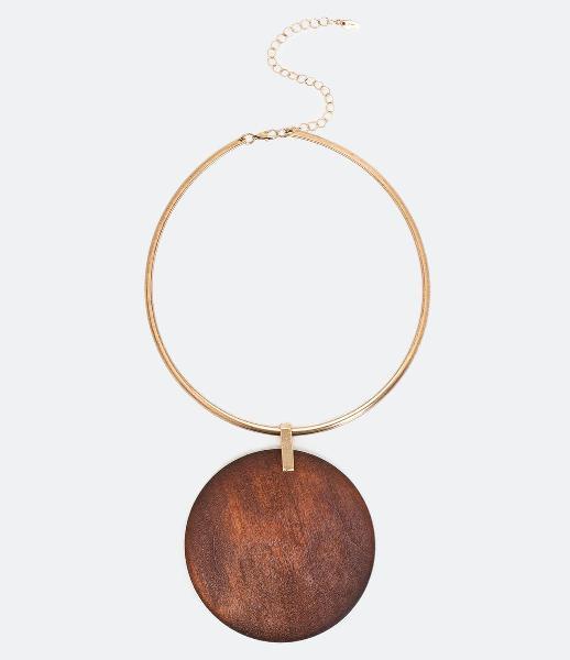 Maxi colar rígido com pingente de madeira