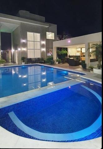 Alugo casa confortável em condomínio com acesso à praia e