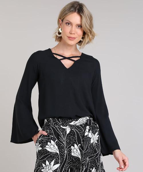 Blusa feminina texturizada com tiras manga sino decote v
