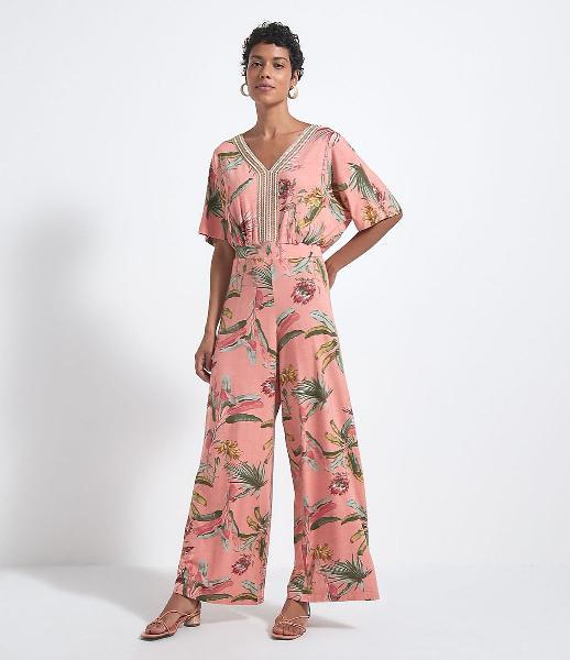 Macacão pantalona estampa floral com detalhes entremeios