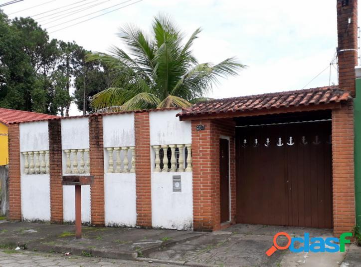 Casa antiga com otimo terreno bem localizada