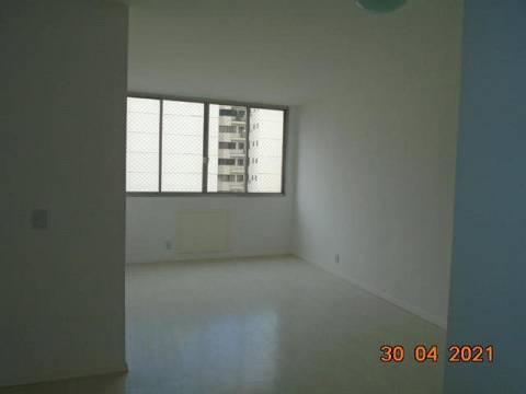 Apartamento, ótima localização, sala, 02 quartos sendo 01