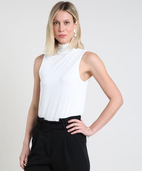 Regata feminina em tricô gola alta branca