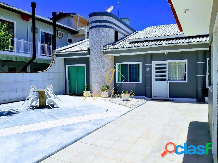 Casa semi mobiliada localizada praia do meio município palhoça-sc