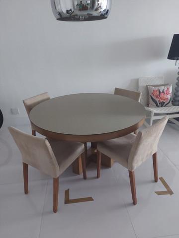 Mesa de madeira maciça com tampo de vidro 1,35 com 4