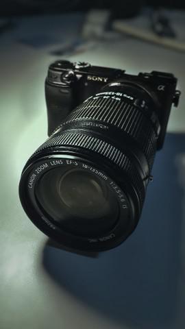 Sony alpha 6300 + adaptador lentes canon + lente 18-135mm