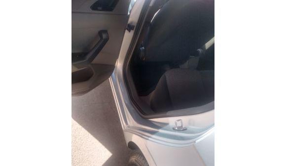 Volkswagen polo hatch 1.0 completo 17/18 prata