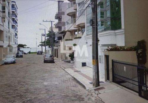 Apartamento quadra mar, meia praia, 02 quartos (01 suíte),