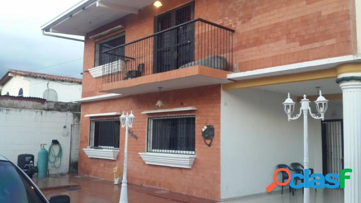 Venta de amplia y confortable casa en san diego valencia. 858 m2.