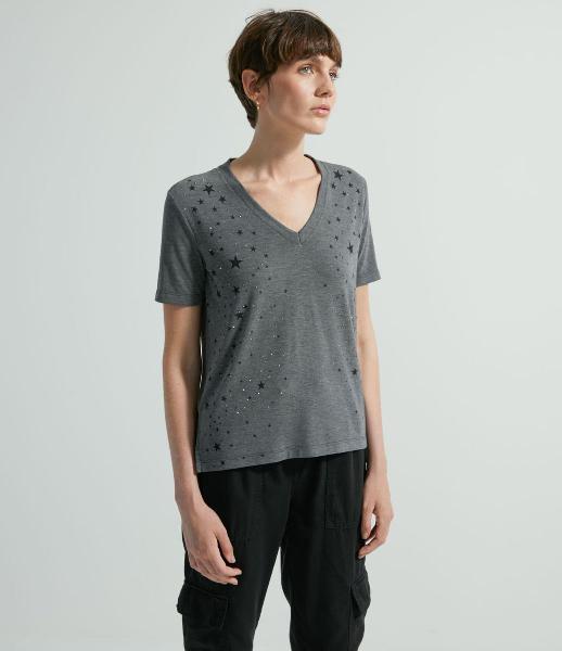 Blusa com decote v manga curta e estampa de estrelinhas