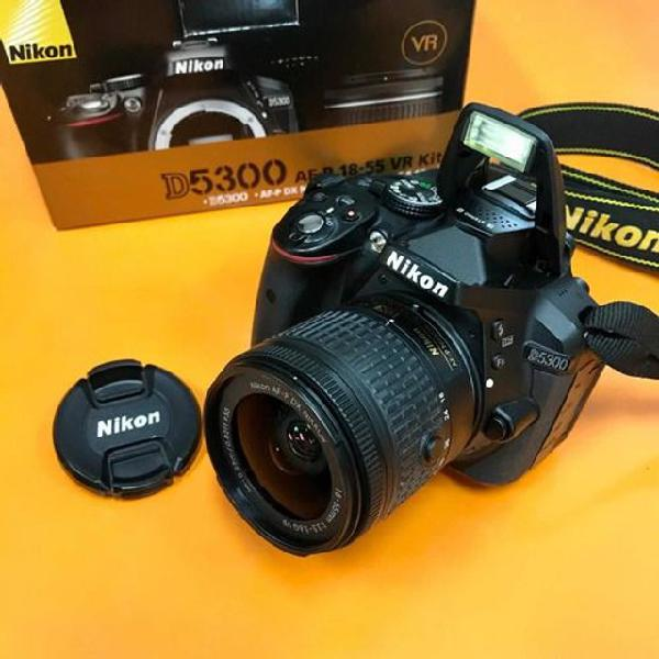 Câmera nikon d5300 18-55mm + bolsa + sd ultra + tripé de