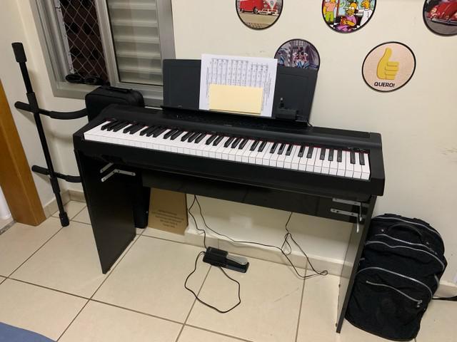 Piano digital yamaha p-121 impecável e vários acessórios!