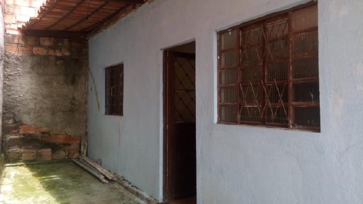 Vendo barracão quarto e sala ótimo local em santa luzia