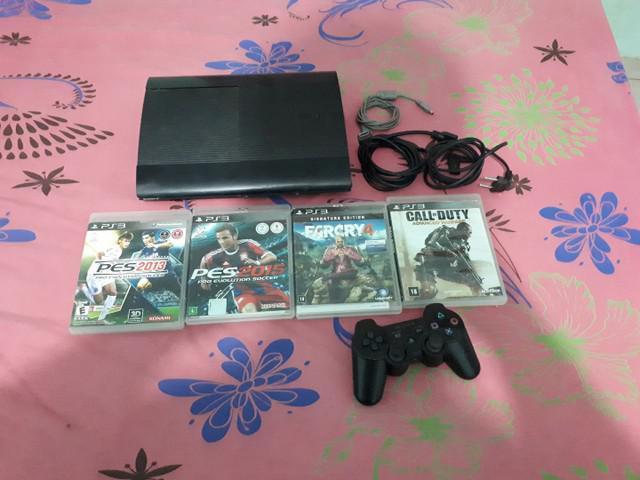 Vendo ps3 com 4 jogos mídia física e 1 mídia digital