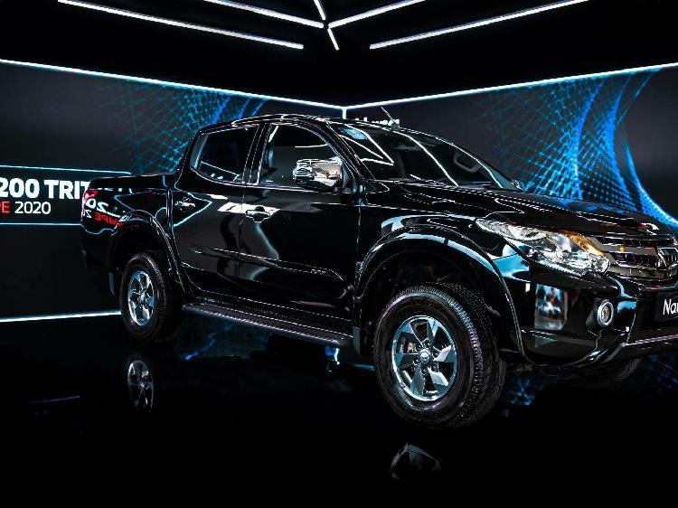 Mitsubishi l200 triton 2.4 sport hpe preto 2020/2020 -