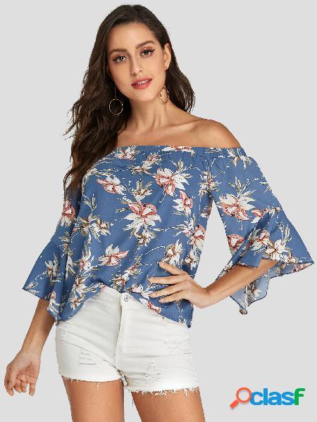 Blusa com estampa floral azul fora do ombro 3/4 comprimento