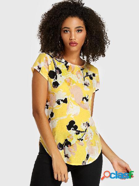 Blusa de mangas curtas com estampa abstrata amarela em volta do pescoço