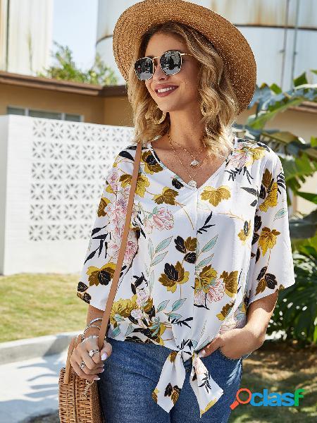 Blusa de mangas curtas com estampa floral design e decote em v