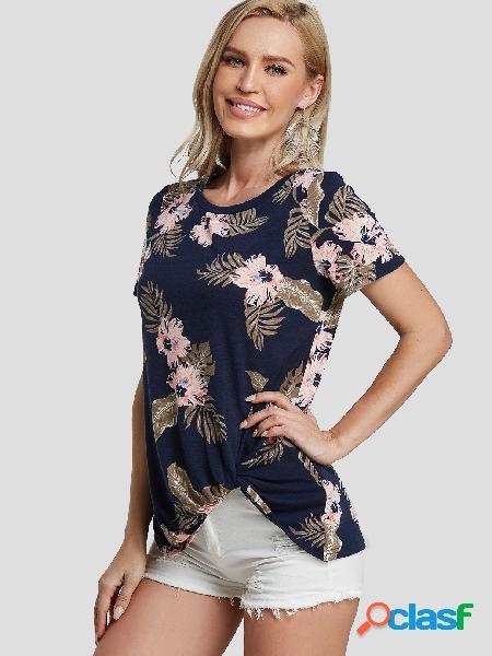 Camiseta com estampa floral aleatória de torção azul escuro em volta do pescoço