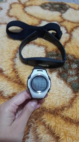 Relógio e monitor cardíaco atrio