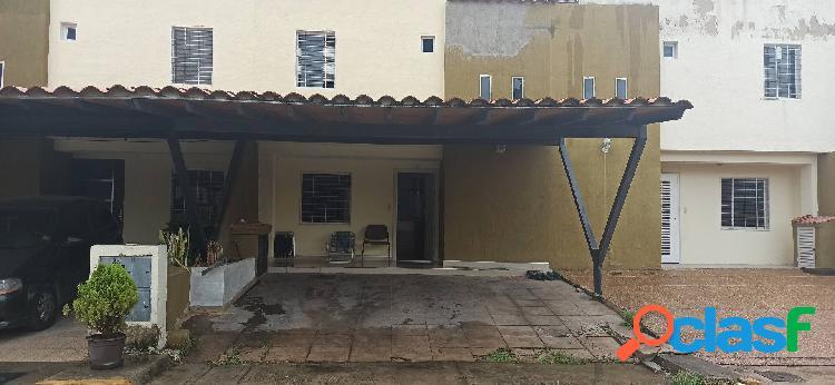 En venta town house en la cumaca san diego