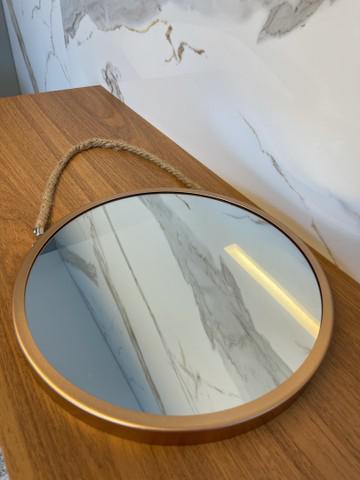 Espelho redondo com alça
