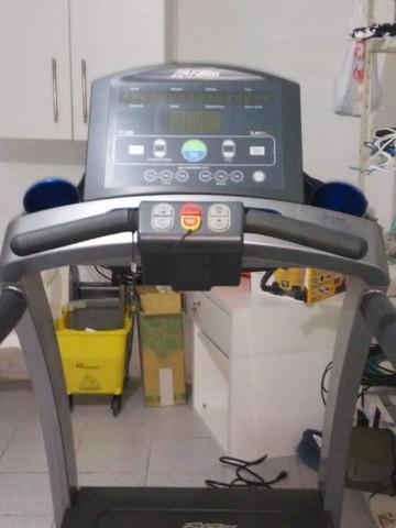 Esteira life fitness