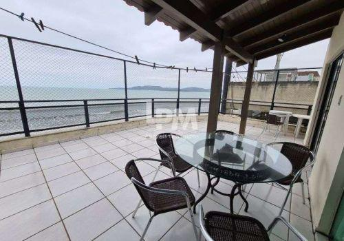 Apartamento frente mar, meia praia, 04 quartos (02