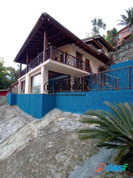 Ilha bela praia de perequê, maravilhosa casa construída em cima de pedra !!