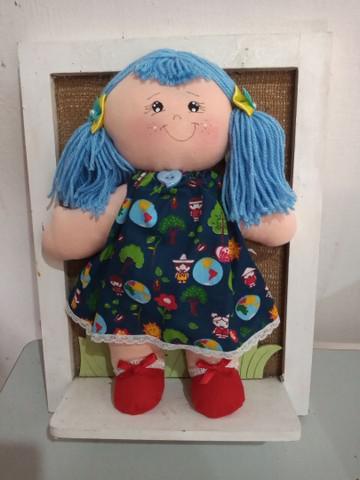 Boneca infantil de pano feita a mão