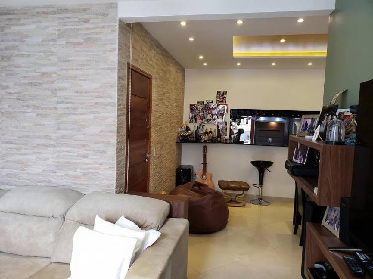 Três quartos totalmente reformado em copacabana
