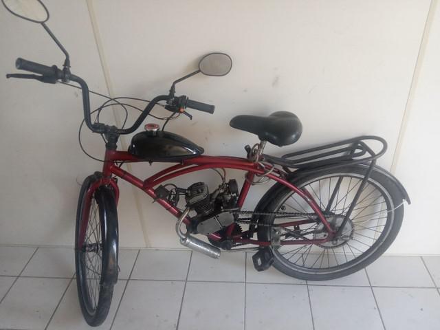 Bicicleta motorizada em bom estado pronta para usar com