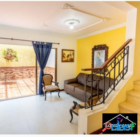 Vendo hermosa casa de 142mt ubicada en la estrella sector suramerica,