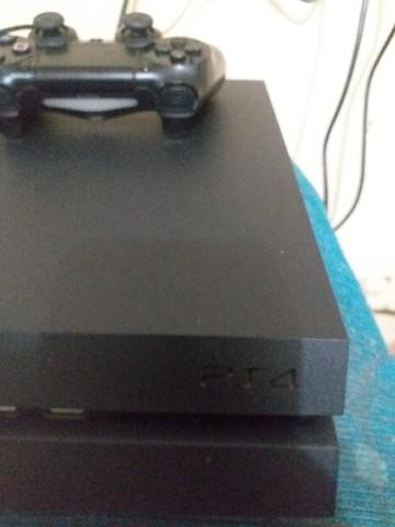 Playstation 4 slim semi novo pouco tempo de uso
