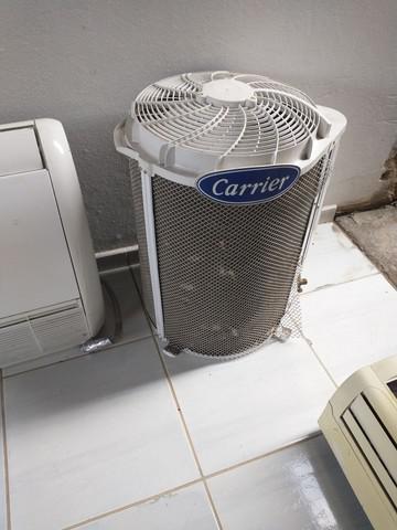 Ar condicionados 36,000 e 30.000 btus disponível.