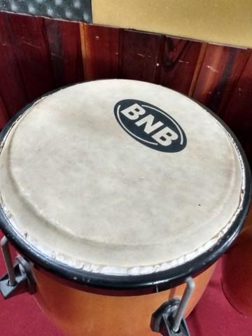 Instrumento de Percussão - Um Par de Congas
