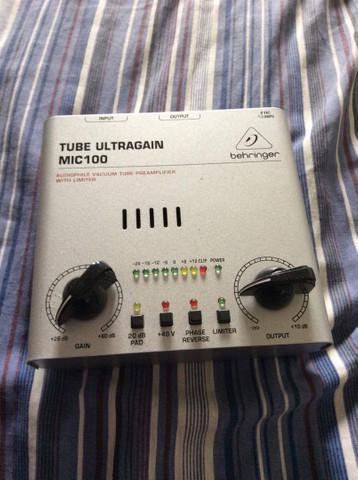 Pre amplificador de microfone behringer ultragain mic 100