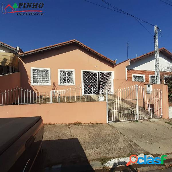 Casa localizeada no bairro santa cruz