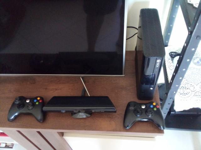 Xbox 360 bloqueado+ kinect + 2 controles e 3 jogos originais