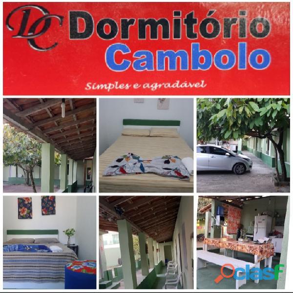 Dormitório Cambolo simples e agradável.