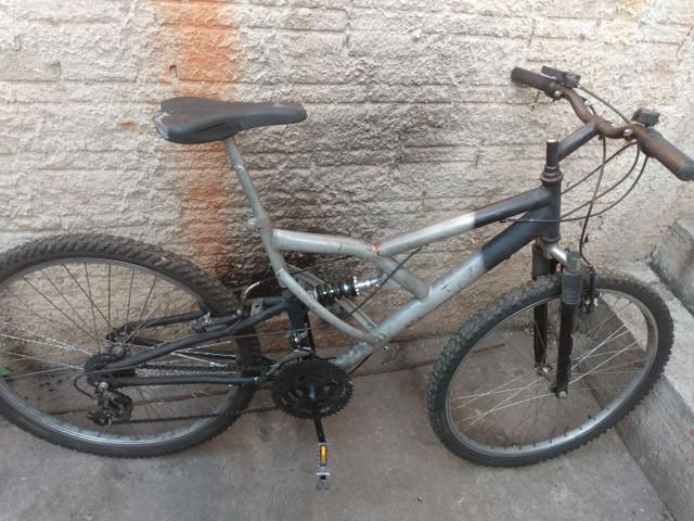 Bicicleta aro 26 dupla suspensão