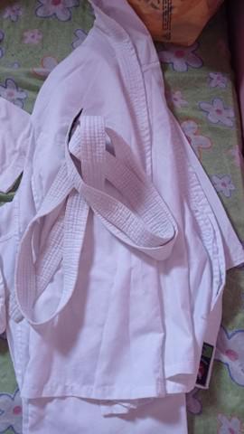 Vendo dois kimonos de karatê